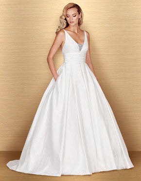 Buying A Wedding Gown For Your Body Shape: Apple Style 4661