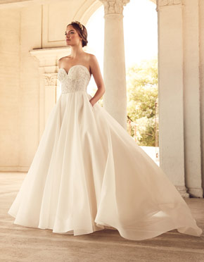 Buying A Wedding Gown For Your Body Shape: Apple Style 4785