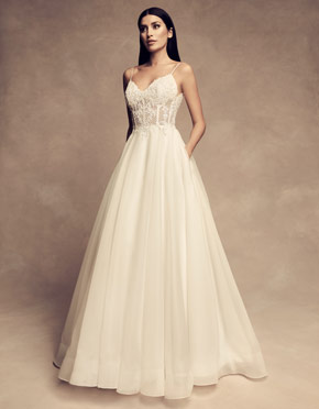 Buying A Wedding Gown For Your Body Shape: Apple Style 4802