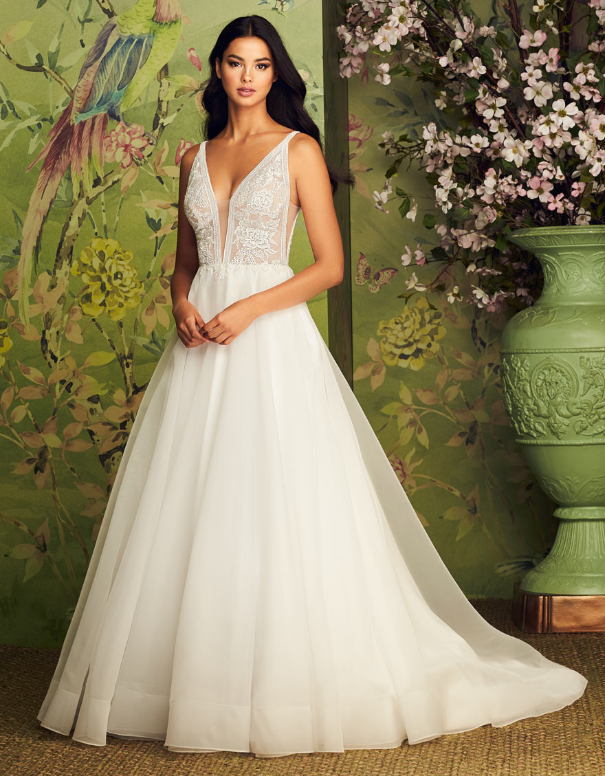 Buying A Wedding Gown For Your Body Shape Pear Paloma Blanca
