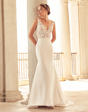 Buying A Wedding Gown For Your Body Shape: Banana Style 4787