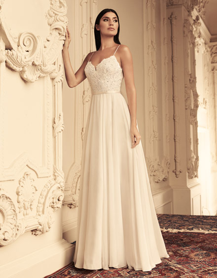 Buying A Wedding Gown For Your Body Shape: Banana Style 4814