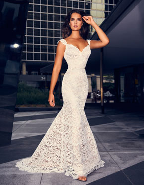 Buying A Wedding Gown For Your Body Shape: Banana Style 4840