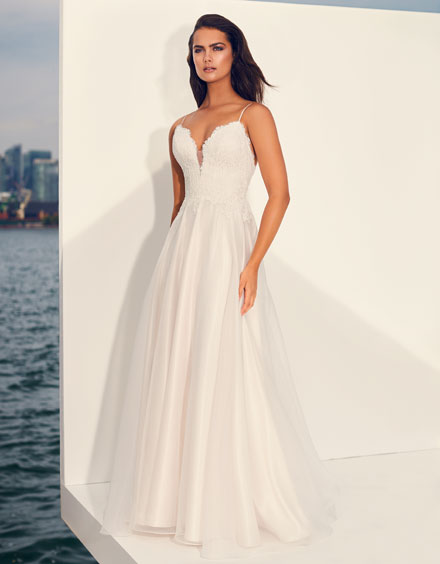 Buying A Wedding Gown For Your Body Shape: Banana Style 4847