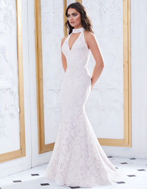 Buying A Wedding Gown For Your Body Shape: Banana Style 4868