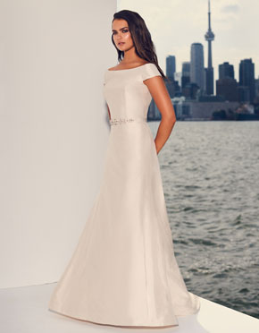 Buying A Wedding Gown For Your Body Shape: Hourglass Style 4839
