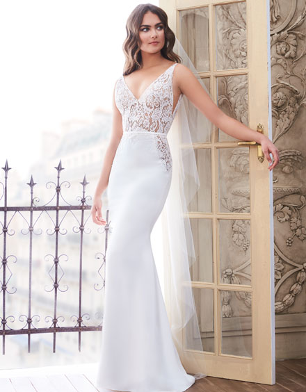 Buying A Wedding Gown For Your Body Shape: Hourglass Style 4859