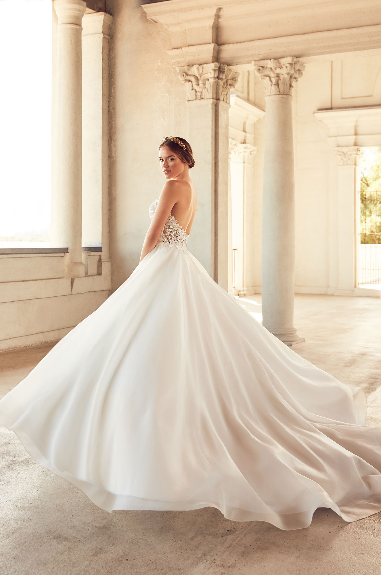 Full Flowing Skirt Wedding Dress – Style #4793 | Paloma Blanca