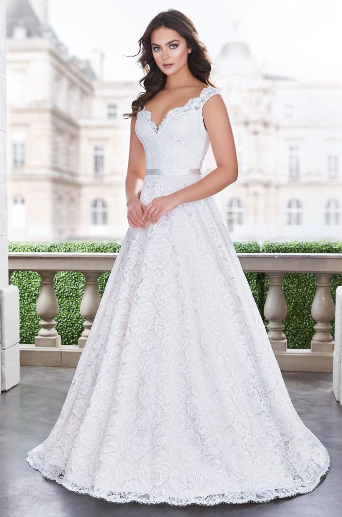 Princess Lace Wedding Dress - Style #4861 | Paloma Blanca