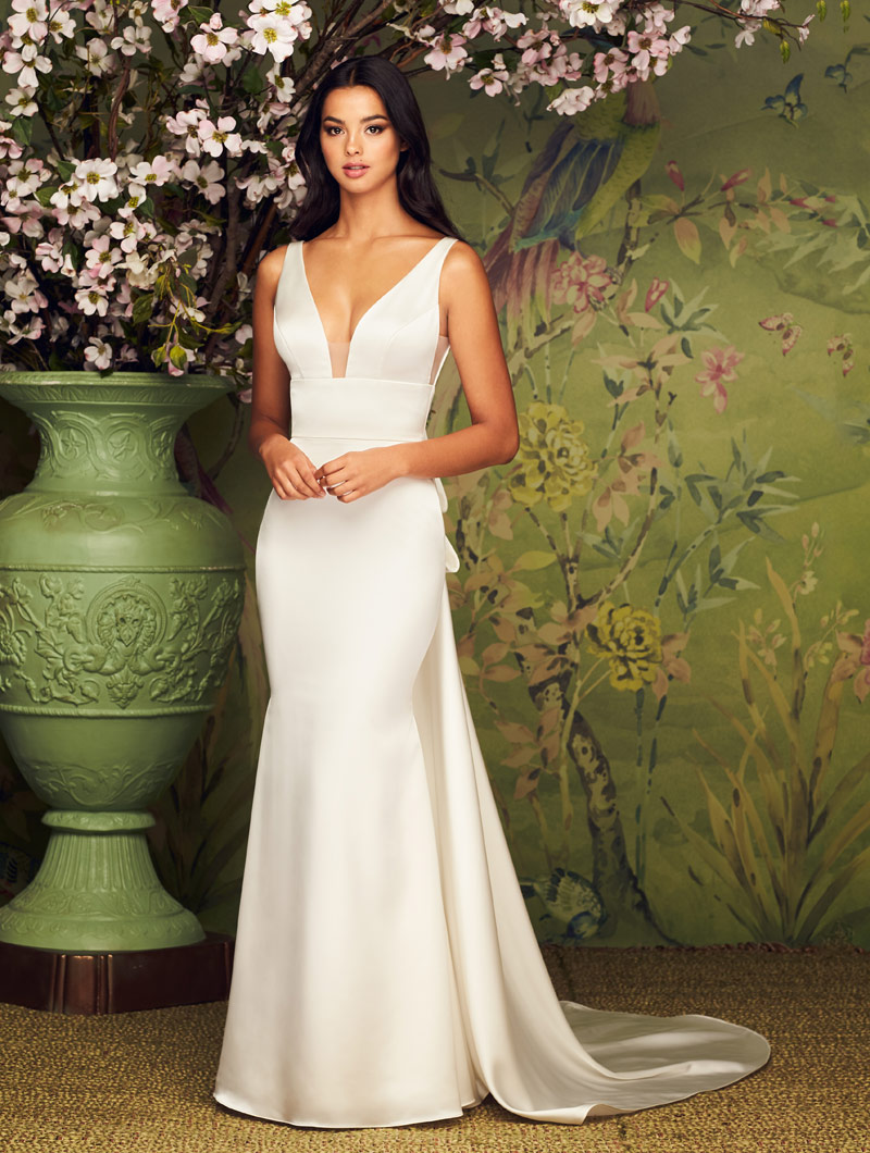 Paloma Blanca Featured Gown Style 4884